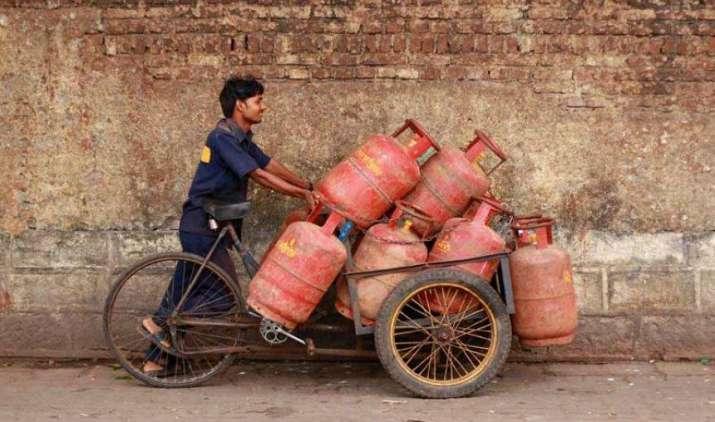 अमीरों को नहीं मिलेंगे सब्सिडी वाले LPG सिलेंडर, सरकार जल्द तय करेगी इससे जुड़े नियम- India TV Paisa