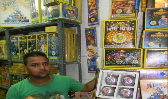 #FestivalSeason: इस दिवाली इन खास पटाखों का है बाजार में जोर, आवाज पर दिखी रोशनी हावी- India TV Paisa