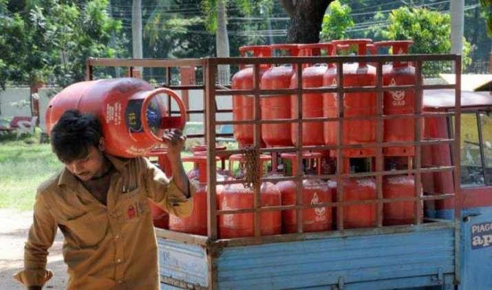Time to cut Subsidy: सालाना आय 10 लाख रुपए से है ज्यादा, तो नहीं मिलेगा सस्ता LPG सिलेंडर!- India TV Paisa