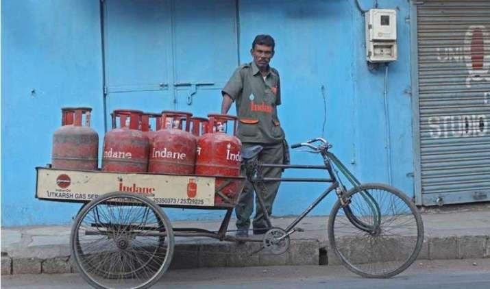 Easy Buy: LPG सिलेंडर की होगी ऑनलाइन बुकिंग, क्रेडिट और डेबिट कार्ड से कर सकेंगे भुगतान- India TV Paisa