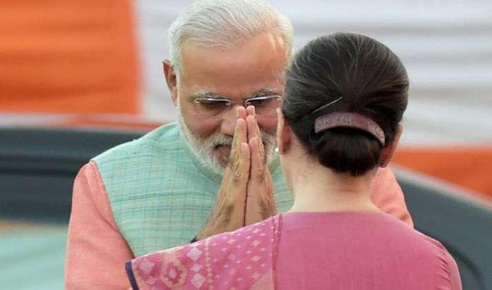 'chai pe charcha': GST पर विपक्ष को मनाने की कोशिश, PM मोदी ने सोनिया गांधी और मनमोहन सिंह को बुलाया चाय पर- India TV Paisa