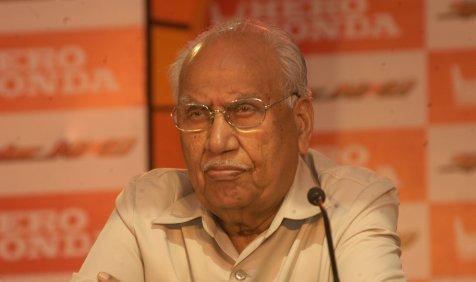RIP: नहीं रहे टू-व्हीलर इंडस्ट्री के 'हीरो', 92 वर्ष की उम्र में बृजमोहन लाल मुंजाल का निधन- India TV Paisa