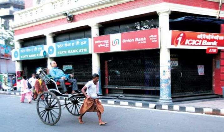 RBI: बैड लोन और बढ़ते घाटे से और खस्ता हुई बैंकों की हालत, 25% पूंजी पर मंडराया खतरा- IndiaTV Paisa