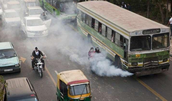 15 साल पुराने वाहनों को तोड़ना अनिवार्य करेगी सरकार, नई गाड़ी खरीदने पर मिलेगी छूट- India TV Paisa