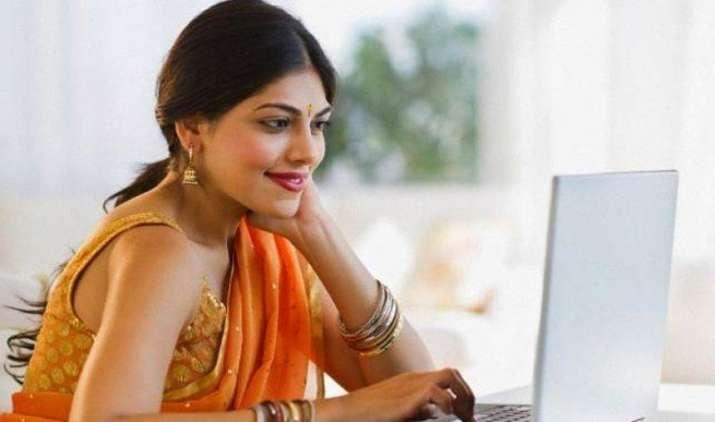 PowerWomen: होम मेकर के साथ फ्यूचर मेकर भी बन सकती हैं हाउसवाइफ, ये हैं 5 जरूरी टिप्स- IndiaTV Paisa
