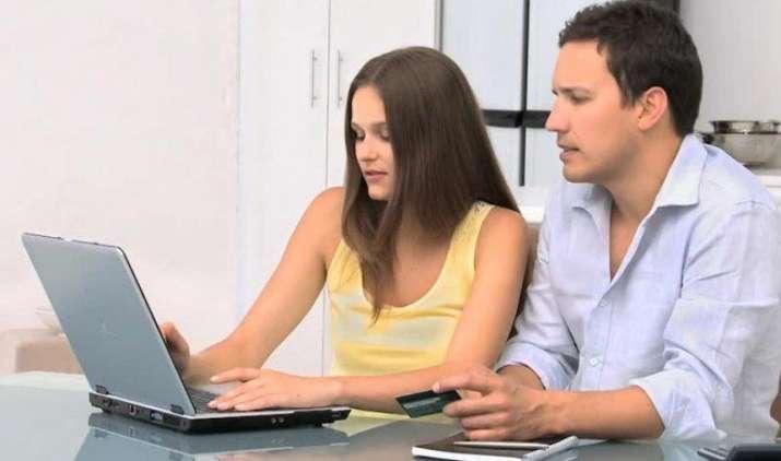 The Reality : डेबिट-क्रेडिट कार्ड से लेकर ऑनलाइन ट्रांजैक्शन तक के लिए देना होता है चार्ज- India TV Paisa