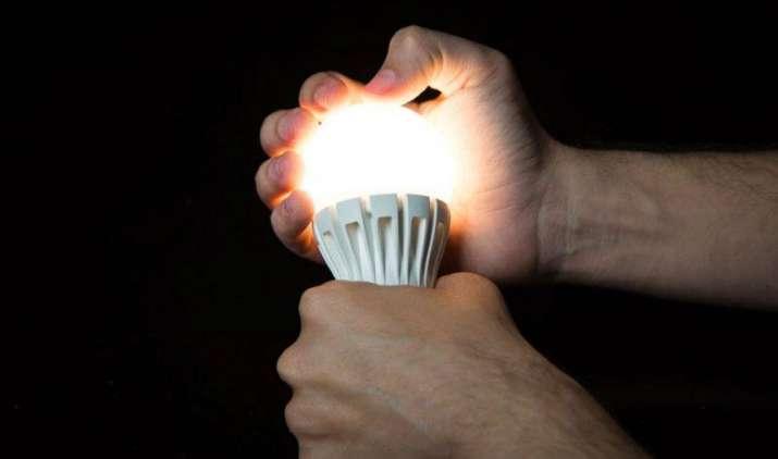 दिल्ली में रियायती दर पर मिलेंगे नौ वाट के LED बल्ब, हर साल उपभोक्ताओं के बचेंगे 400 रुपए- IndiaTV Paisa