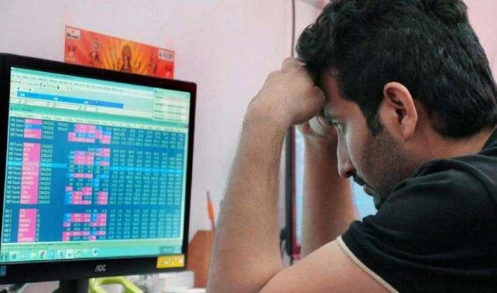 सेंसेक्स 255 अंक और निफ्टी 76 अंक गिरकर बंद, बैंकिंग ऑटो और आईटी शेयरों की बिकवाली का असर- India TV Paisa