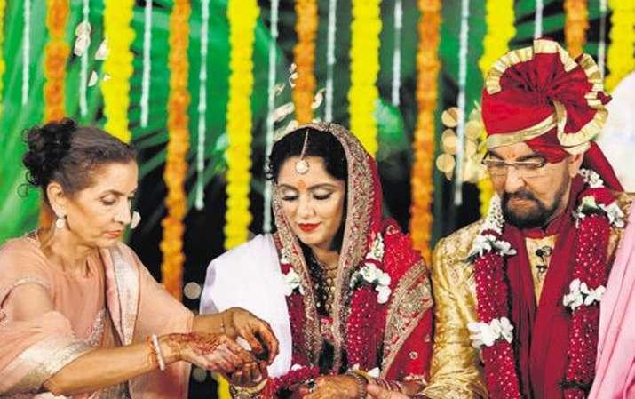 Image result for Kabir Bedi Birthday Special: परवीन बॉबी के साथ रहा अफेयर, बेटी से 5 साल छोटी हैं चौथी बीवी