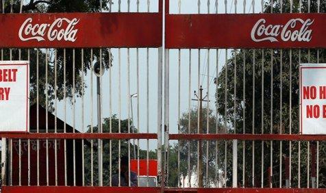 #Shutterdown: कोका कोला ने भारत में बंद किए तीन प्लांट, खतरे में पड़ी 300 कर्मचारियों की नौकरी- India TV Paisa
