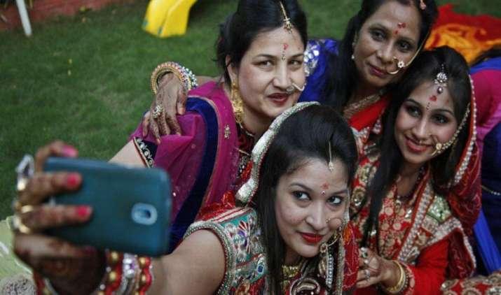 अमेजन पर चल रही सैमसंग फेस्ट सेल का आज दूसरा दिन, इन फोन पर मिल रहा है हैवी डिस्काउंट- India TV Paisa