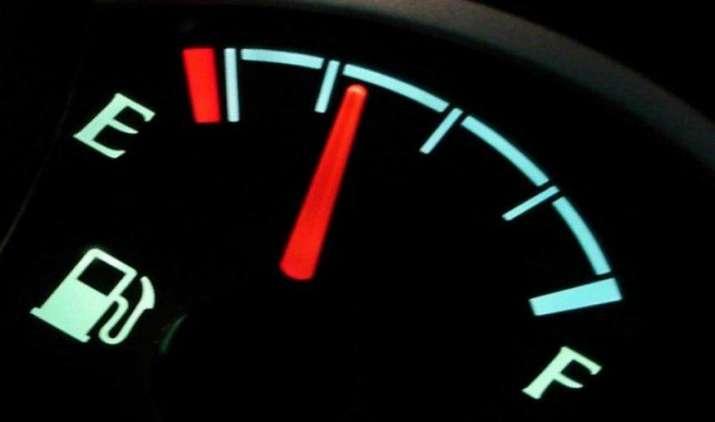 महंगे पेट्रोल-डीजल से हैं परेशान तो अपनाएं ये टिप्स, बढ़ जाएगा आपकी कार का माइलेज- IndiaTV Paisa