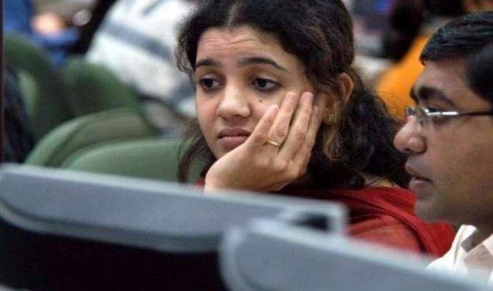 इन कारणों से सेंसेक्स 439 अंक गिरकर 27643 पर बंद, निवेशकों ने एक झटके में गंवाए 1.60 लाख करोड़ रुपए- IndiaTV Paisa