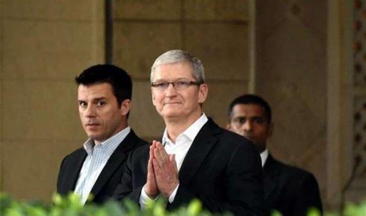 Apple ने CEO टिम कुक की सैलरी में की करीब 10 करोड़ रुपए की कटौती, iPhone की बिक्री घटने का असर- India TV Paisa
