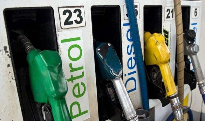 Inflation: दो महीने में पांचवीं बार बढ़े पेट्रोल के दाम, डीजल की कीमतों में भी 2.37 रुपए की बढ़ोतरी- IndiaTV Paisa