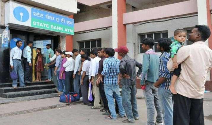 ATM से शुक्रवार को निकाल सकेंगे 500 और 2000 रुपए के नए नोट: सरकार- India TV Paisa