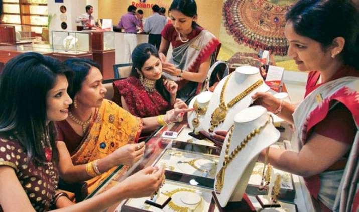ग्लोबल संकेत और ज्वैलर्स की मांग में बढ़ोतरी से चमका सोना, चांदी हुई 400 रुपए महंगी- India TV Paisa