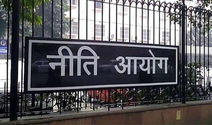 बिबेक देबरॉय की कृषि आय पर कर लगाने के विचार से नीति आयोग ने भी खुद को किया अलग- India TV Paisa