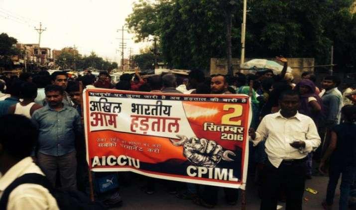 कर्मचारी संगठन दो सितंबर की हड़ताल पर कायम, दत्तात्रेय और गोयल ने की बैठक- India TV Paisa
