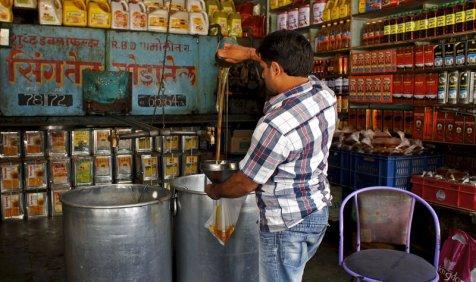 रिकॉर्ड 1.5 करोड़ टन के स्तर को छू सकता है वनस्पति तेल का आयात, बढ़ेगा इंपोर्ट बिल- India TV Paisa