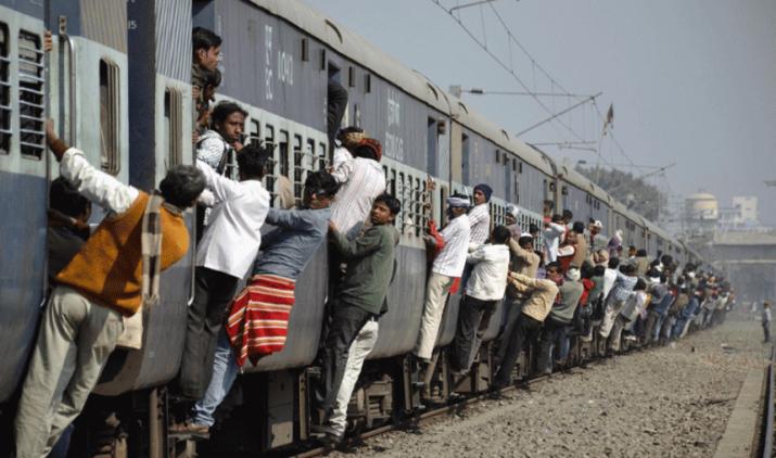 रेल यात्रियों के लिए खुशखबरी, अब मिलेगा मात्र 5 रुपए में 25 लाख रुपए का बीमा कवर- India TV Paisa