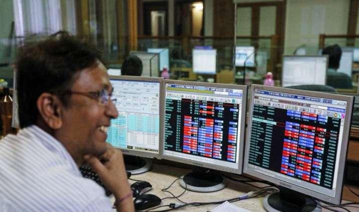 शेयर बाजार में दिवाली से पहले जोरदार खरीदारी, सेंसेक्स 348 अंक उछला और निफ्टी 10,100 के पार- IndiaTV Paisa