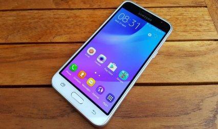 Samsung J3 (6) पर Snapdeal दे रहा है डिस्काउंट, खरीद सकते हैं 7,990 रुपए में- India TV Paisa