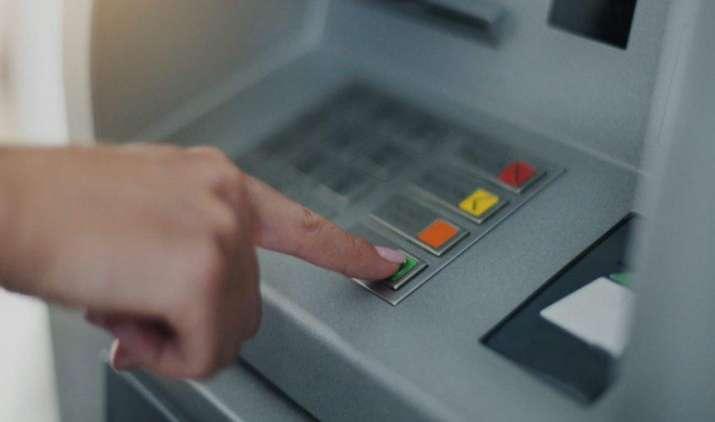राजस्थ्ाान के एक ATM से होने लगी नोटों की बारिश, 100 रुपए की जगह निकले 2000 के नोट- India TV Paisa