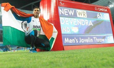 देवेंद्र झाझरिया ने पैरालिंपिक के जेवलिन थ्रो में स्वर्ण पदक जीता- India TV Paisa