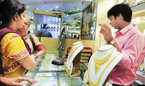 ज्वैलर्स की खरीदारी से सोने में तेजी, चांदी हुई 500 रुपए सस्ती- India TV Paisa