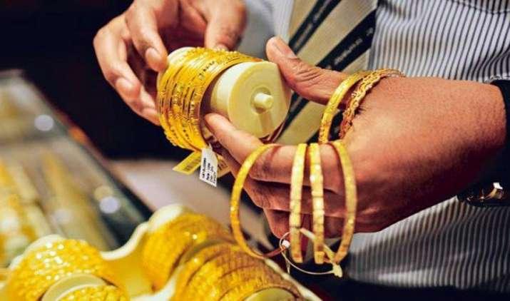सोने की कीमत में लगातार दूसरे दिन भी गिरावट दर्ज, 70 रुपए तक घटे दाम- India TV Paisa