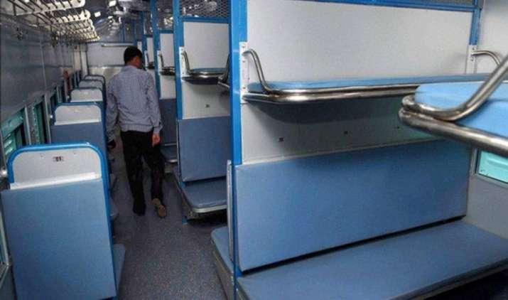 'Prabhu' Blessings: ट्रेन में यात्रा के दौरान मोबाइल, लैपटॉप या कीमती सामान चोरी होने पर अब रेलवे करेगा भरपाई- India TV Paisa