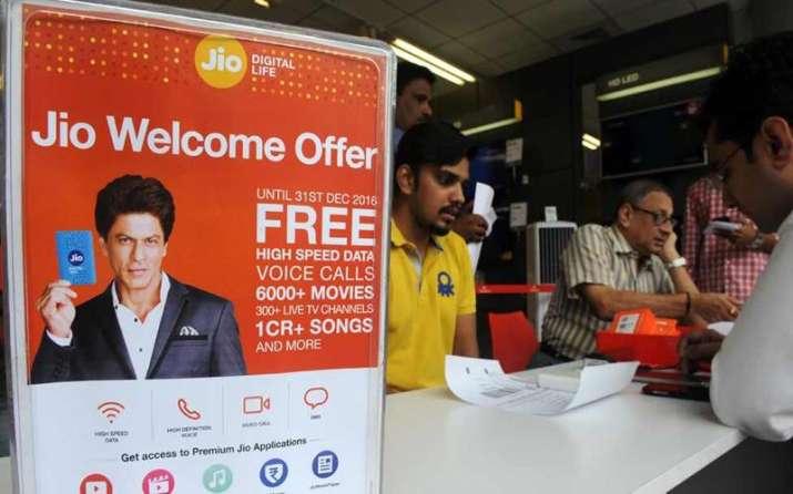 Reliance Jio की फ्री कॉल्स मुद्दे पर मचा हंगामा, TRAI ने कहा-जवाब दें कंपनी- IndiaTV Paisa