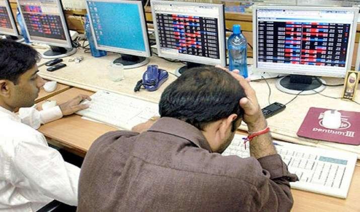 Market Close: Sensex 373 अंक फिसला Nifty आया 8750 से नीचे, RIL का शेयर 7 साल के उच्च स्तर पर- India TV Paisa