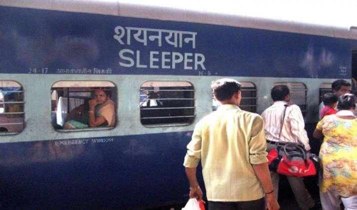 कन्फर्म टिकट न मिलने से प्रतिदिन 10 लाख लोग नहीं कर पाते हैं ट्रेन यात्रा, अध्ययन में हुआ खुलासा- India TV Paisa