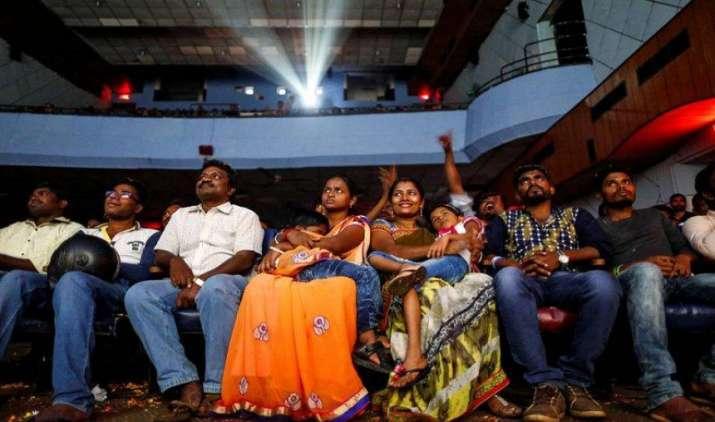 IndiWood Report: 2020 तक भारतीय फिल्म इंडस्ट्री होगी और 'रईस', करीब 2.5 खरब रुपए होगी कुल कमाई- India TV Paisa