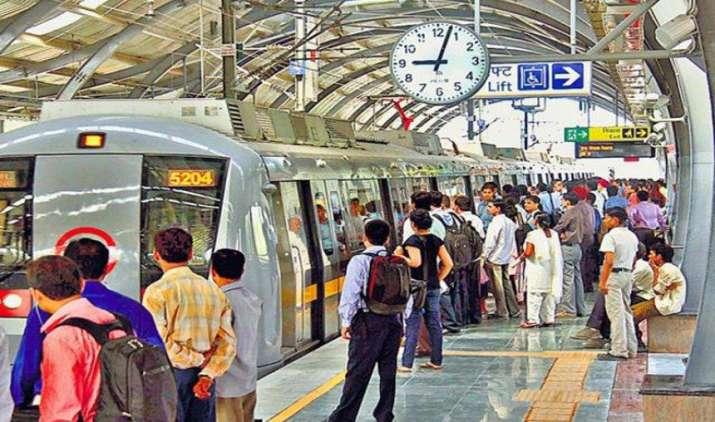 Lost & Found: यात्रीगण कृपया ध्यान दें, आपकी जेब से गिरे 8 महीने में 43 लाख रुपए और 283 मोबाइल- India TV Paisa