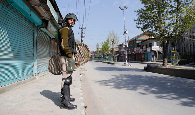 curfew imposed on koimoh area of kashmir- India TV