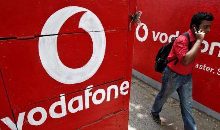 New Data War: वोडाफोन ने मचाई डेटा वॉर में नई खलबली, 1 GB की कीमत में मिलेगा 10 GB 4जी डेटा- India TV Paisa