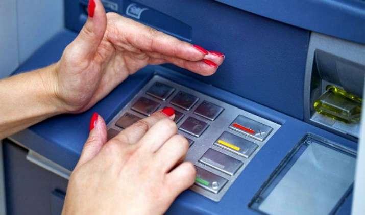 Debit और Credit कार्ड से खूब हो रहे हैं फ्रॉड, ये हैं ऐसी धोखाधड़ी से बचने के उपाय- IndiaTV Paisa