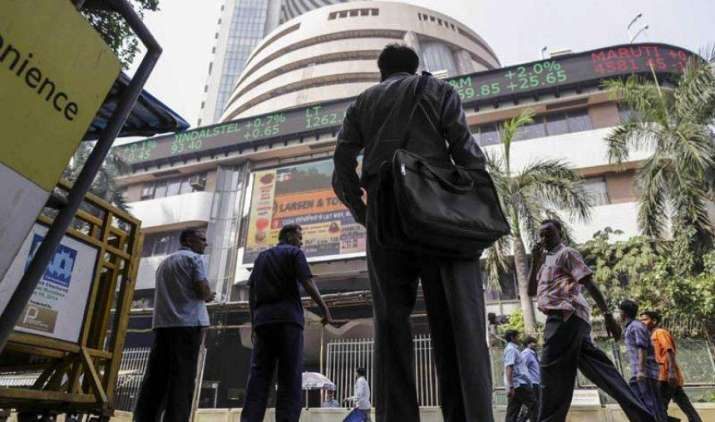 सेंसेक्स में 60 और निफ्टी में 10 अंक की मामूली गिरावट, बैंकिंग और फार्मा शेयरों में गिरावट का असर- IndiaTV Paisa