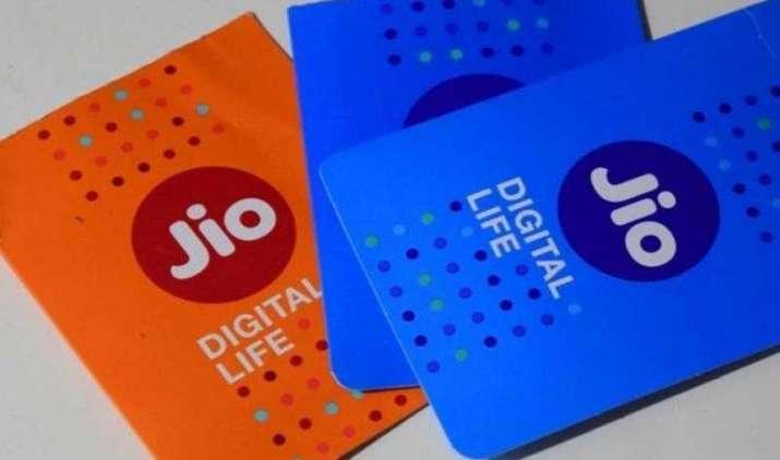 बाजार में Blue और Orange रंग में मिल रही हैं Reliance Jio की सिम, जानिए क्यों- IndiaTV Paisa