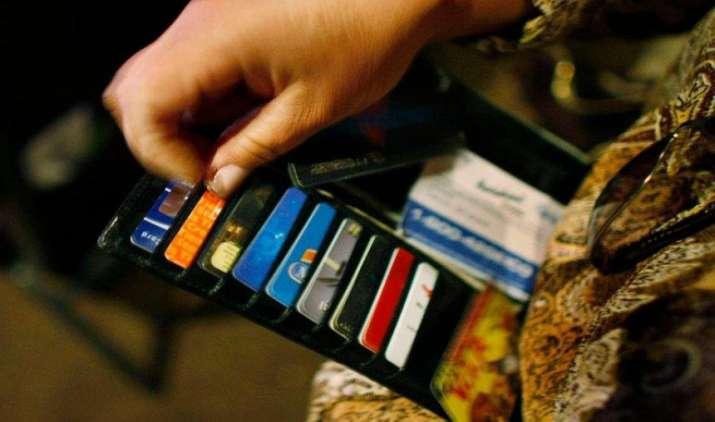 Credit Cards के छुपे खर्च भी कम नहीं होते, नहीं समझे तो भरना होगा Extra Bill- India TV Paisa