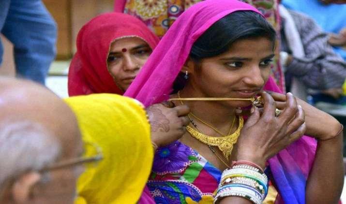 धनतेरस पर सोने और आभूषणों की बिक्री 30 प्रतिशत बढ़ी, देर रात तक हुई खरीदारी- IndiaTV Paisa