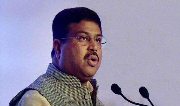 Industry चाहती है कि पेट्रोलियम पदार्थों पर GST वसूला जाए : धर्मेंद्र प्रधान- India TV Paisa