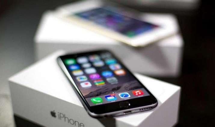 Diwali Dhamaka Sale: iPhone पर मिल रहा है 24000 रुपए तक का डिस्काउंट, यहां से कर सकते हैं खरीदारी- IndiaTV Paisa