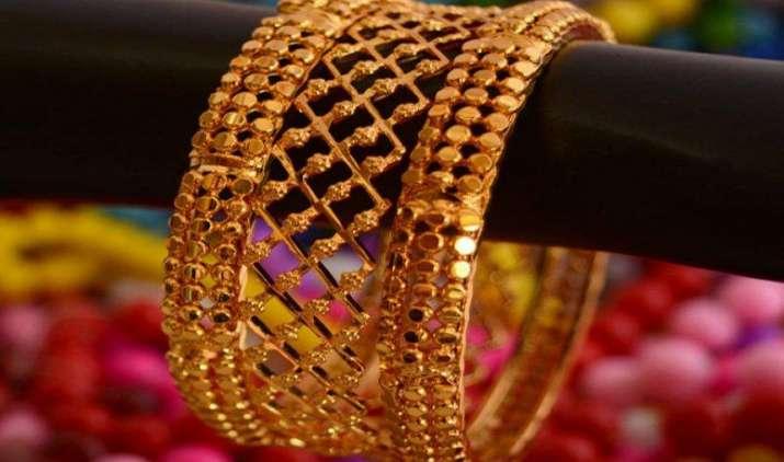 Gold की कीमतों में 105 रुपए की गिरावट, चांदी 43,000 रुपए प्रति किलो के नीचे फिसली- India TV Paisa