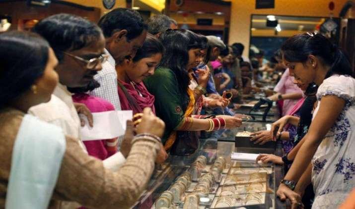 #Dhanteras Special: इस बार सिर्फ शगुन के लिए खरीदें सोना, दिसंबर तक कीमतों में बड़ी गिरावट की उम्मीद- India TV Paisa