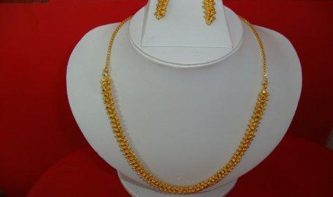 ज्वैलर्स की खरीदारी से Gold में तेजी, मांग में कमी से 450 रुपए टूटी चांदी- IndiaTV Paisa