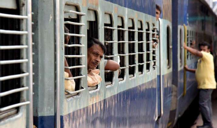 त्यौहारी सीजन में भी मिलेगी ट्रेनों में कन्फर्म सीट, रेलवे ने चलाई Special Trains- IndiaTV Paisa